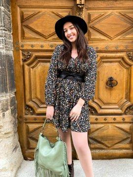 Bérénice robe grande taille imprimé fleuri noire face