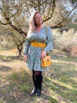 Bérénice robe grande taille imprimé fleuri verte extérieure face