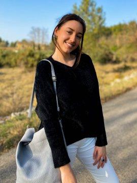 Stephanie pull duveteux grande taille noir zoom extérieur