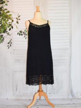 Fond de robe dentelle noir avant