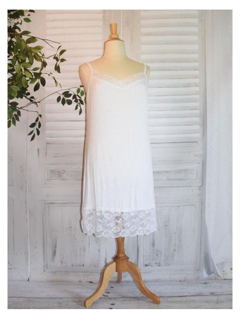 Fond de robe dentelle blanc avant