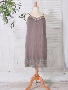 Fond de robe dentelle taupe avant