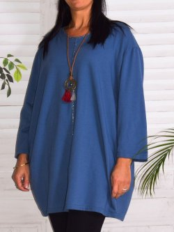 Naomi, tunique mode et son collier