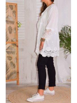 Nina, chemise bohème dentelle grande taille profil